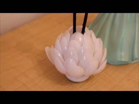 Diy plastic spoon flower vase or center piece youtube for Model best out of waste