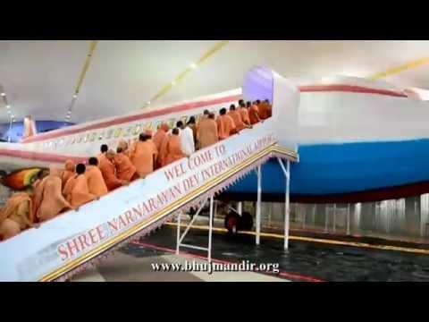 Shree Sahajanand Airlines - Hindola Darshan 2014 -1 Of 3 video