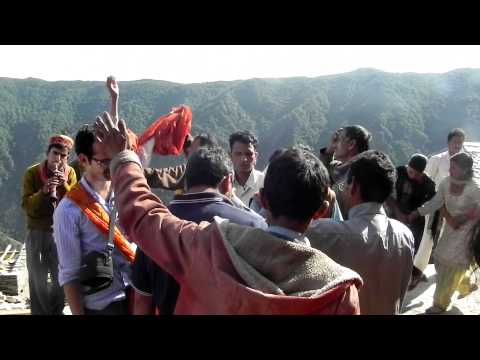 Pahari Nati ( Pahari Dance ) By Locals In A Marriage In Himachal Pradesh , India video