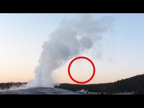 UFO AT YELLOWSTONE NATIONAL PARK AMERICA's MOST FAMOUS GEYSER 2014