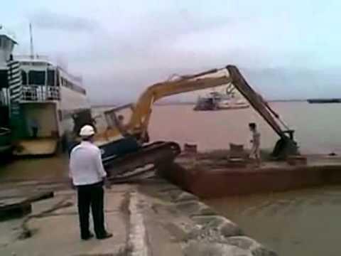 Como usar uma escavadeira