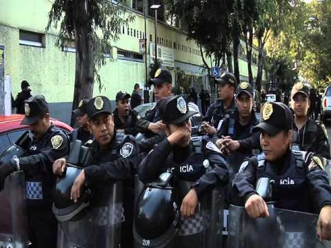 Protestan frente MP de Coyoacán por detenidos en quema de Metrobús de CU