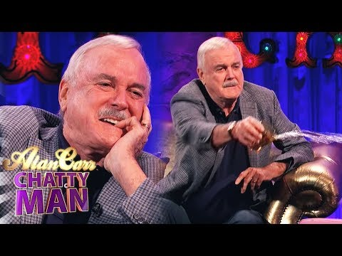 John Cleese Throws His Drink Over Alan Carr - Alan Carr Chatty Man