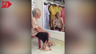 Cụ bà nói chuyện với chính mình trong gương khiến nhiều người xúc động