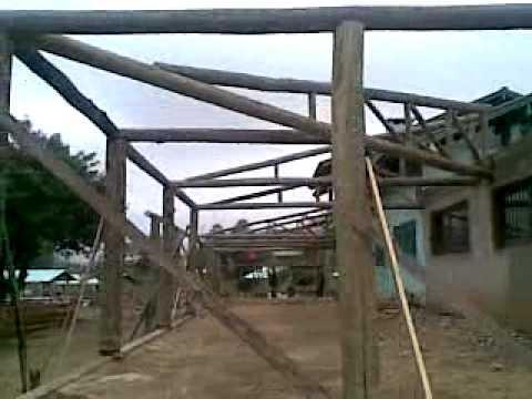 Telhado de madeira roliça