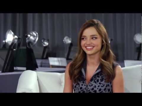 Miranda Kerr gets flirty with Bruno Mars