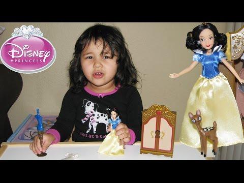Disney Princess Snow White Wardrobe Doll Playset Surprise for Toddler
