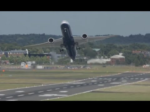 Boeing787-9 Dreamliner best flight display at Farnborough Airshow 2014