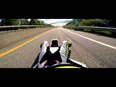 Rompe récord de velocidad sobre un trineo de asfalto