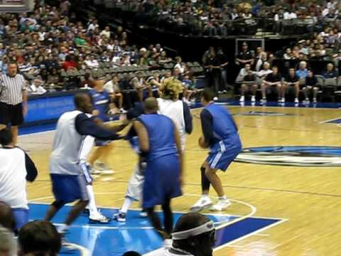 DALLAS MAVERICKS FAN JAM 2009 Shawn Marion Dunkin on Em!!