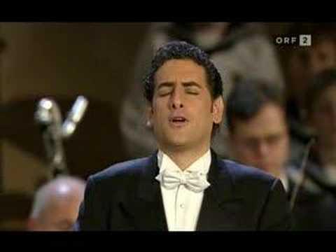 Juan Diego Florez sings