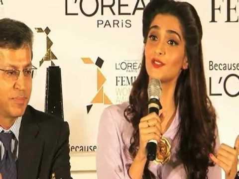 Sonam Kapoor At 'L'Oreal Paris Femina Women Award 2012'