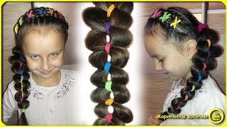 Прическа для девочки с цветными резинками