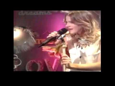 "Martina Cantando ""Hoy Somos Mas"" en The  U-Mix Show"