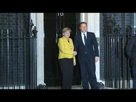 Charlie Hebdo: réactions de David Cameron et d'Angela Merkel