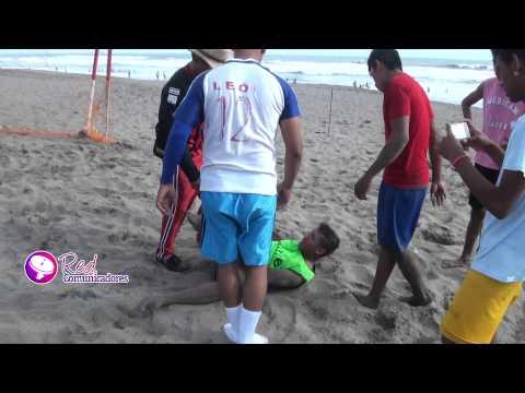 jovenes se recrean en las playas en semana santa