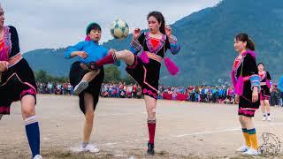 Bóng đá nữ dân tộc đặc sắc và các pha bóng hài hước.