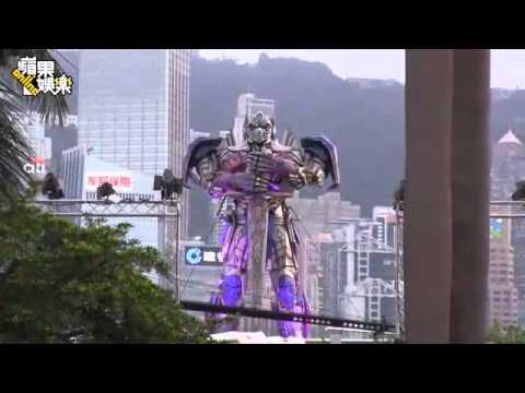 《變形金剛4》香港首映  李冰冰美腿戰變形女胸器--蘋果日報 20140620