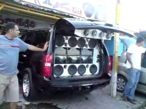 esta es la camioneta que manda en acarigua y en cualquier parte de venezuela buscame la mamba negra y traeme la tahoe de elias para ver q es lo q medio chuzo parranderoooo...!!!! si a la...
