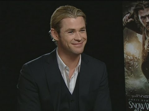 Chris Hemsworth and Sam Claflin on kissing Kristen Stewart