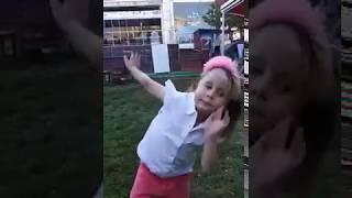 Oyun Parkında Dans Ediyorum Minik Prenses Eylül