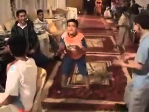 هيستيرية الطفل المغربي عند حضوره لعرس به الجرة و الشعبي thumbnail