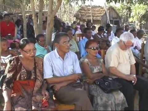 Inauguration de l orphelinat a TULEAR construit par AMBEOKA