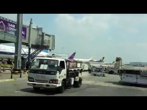 Thai Airways Boeing 787-8 Dreamliner Economy Class Flight Report: TG413 Bangkok to Singapore