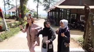 Download lagu Ria ricis X atika X Chacha Sahabat Sehidup Sesyurga