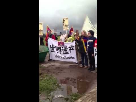 Li Keqiang in Berlin...Free Tibet