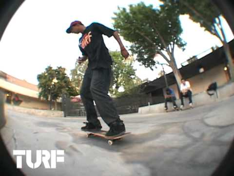 ON THE TURF w/ VITOR BORGER - KICKFLIP BS TAIL LINE