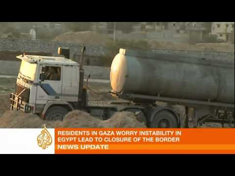 Gazans queue for fuel amid Egypt crisis