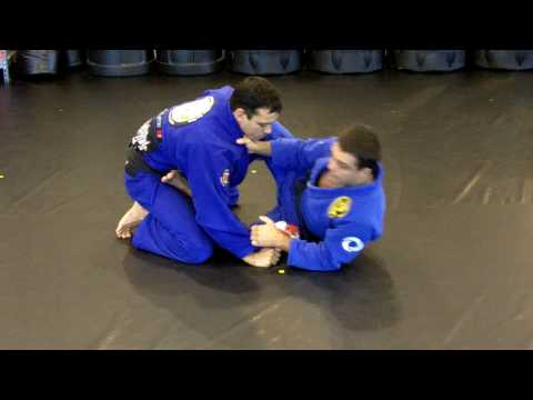 Masters Robson Moura and Gustavo Dantas show a loop choke option off of the open guard. Robson and Gustavo are 3rd Degree Black Belts and members of Nova Uni...