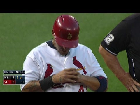 PIT@STL: Molina exits the game with a thumb injury