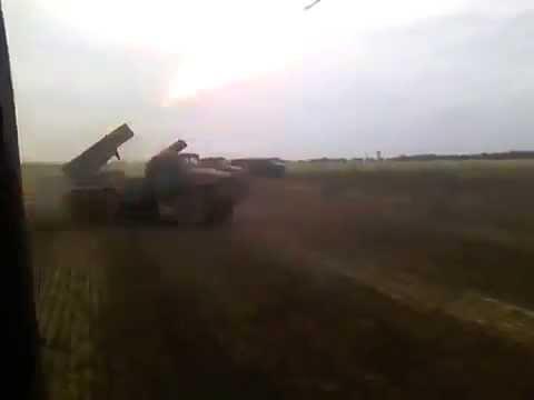 Российский Град стреляет по украинской деревне / Russian Grad is shelling Ukrainian village