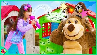 Laurinha and the Bear 🐻 pretend play with playhouse kids in vacation