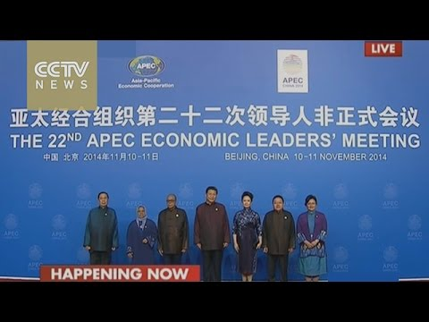 President Xi Jinping and his wife welcome APEC leaders & their spouses