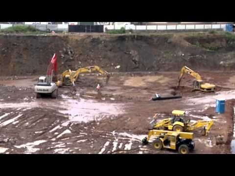 Maquinaria pesada excavadoras hidraulicas trabajando