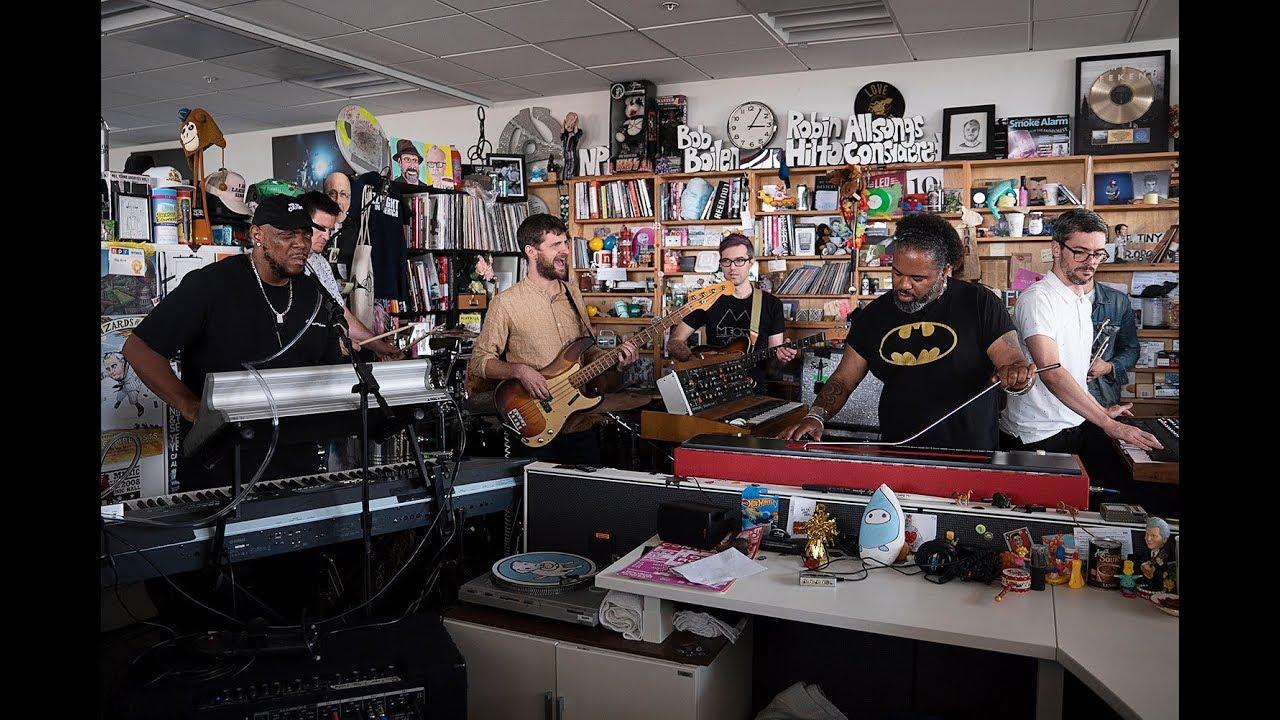 "Snarky Puppy - NPR Music Tiny Desk Concertにて""Xavi""など2曲を披露 ライブセッション映像を公開 thm Music info Clip"