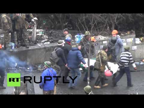 Ukraine: Police captured by armed protesters
