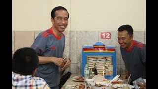 Heboh. Detik-detik Jokowi masuk sebuah restaurant. Makan apa ya?