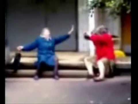 walczące babcie