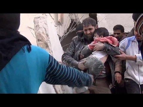 Syria: Civilians evacuate Homs amid temporary truce