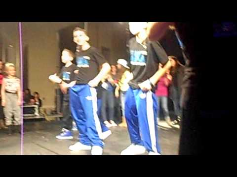 ICONic Boyz IM SEXY AND I KNOW IT. Chicago Concert 2012