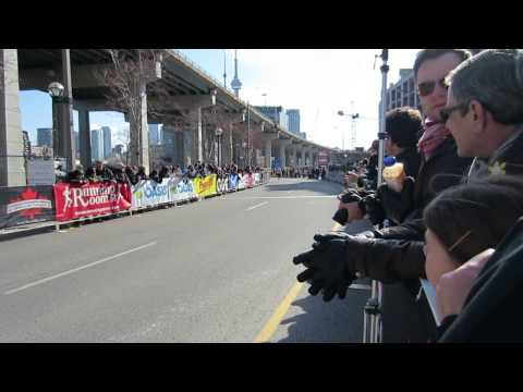 2013 Toronto Yonge Street 10K Finish Part 1