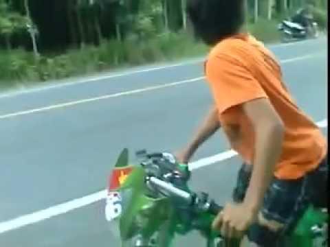 Thằng nhóc 13 tuổi chạy xe Nova Drag Tự Do