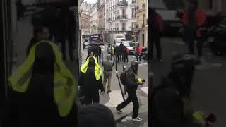 GILETS JAUNES   Des policiers déguisés en casseurs démasqués