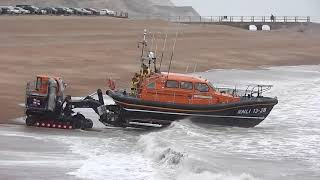 Rough weather launch of the Hastings Lifeboat