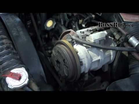 1988 Ford F250 IDI/Navistar 7.3 Diesel 4x4 Preview. Rev & Driving