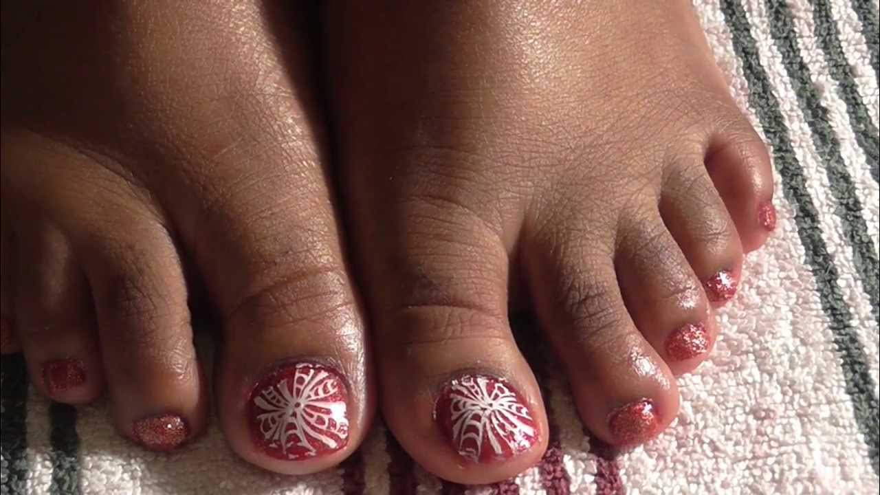 White Toes With Gold Design Red Gold And White Toe Nail